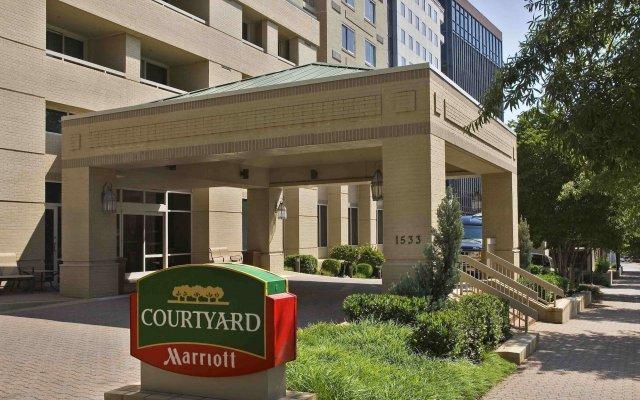 Отель Courtyard Arlington Rosslyn вид на фасад