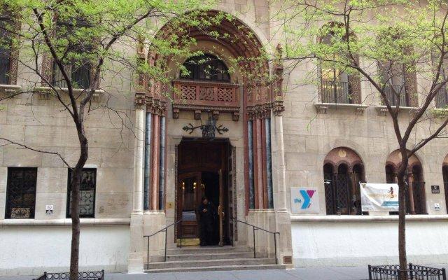 Отель West Side YMCA вид на фасад