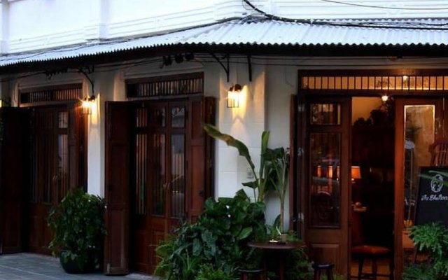 Отель The Bhuthorn Bed and Breakfast Таиланд, Бангкок - отзывы, цены и фото номеров - забронировать отель The Bhuthorn Bed and Breakfast онлайн вид на фасад