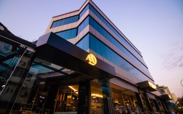 Albanopolis Hotel 0