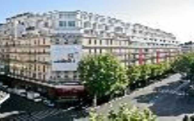 Отель Orion Paris Haussmann Париж вид на фасад