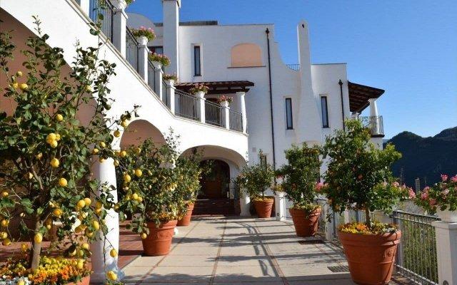 Отель Villa Piedimonte Равелло вид на фасад