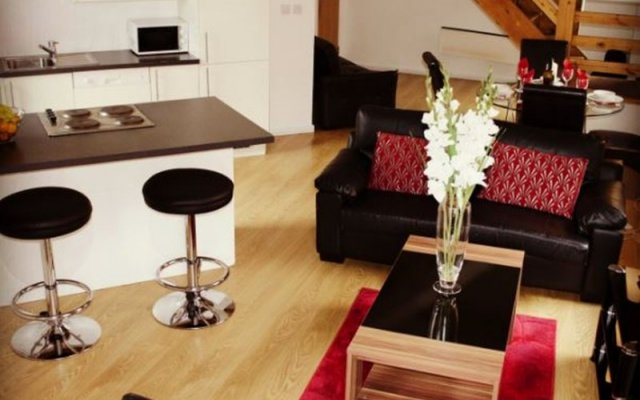 Апартаменты City Stop Manchester Apartments комната для гостей