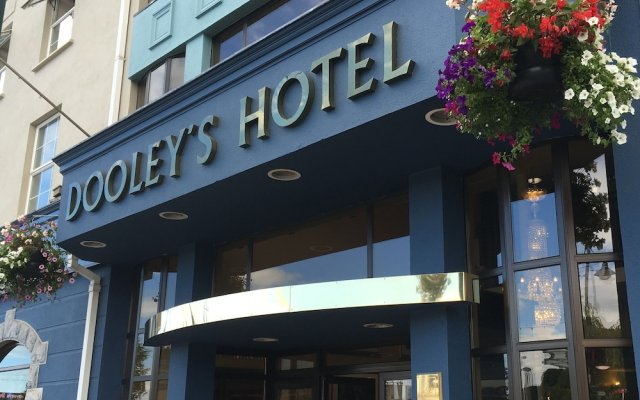Dooleys Hotel Waterford City вид на фасад