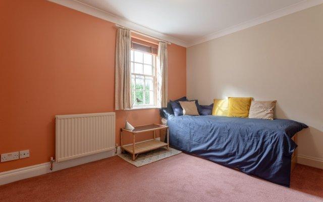 Апартаменты 2 Bedroom Apartment Near Finsbury Park комната для гостей