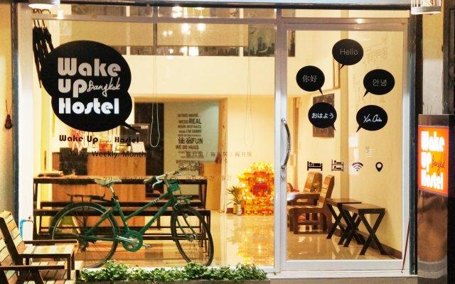 Wake Up Hostel Bangkok Бангкок вид на фасад