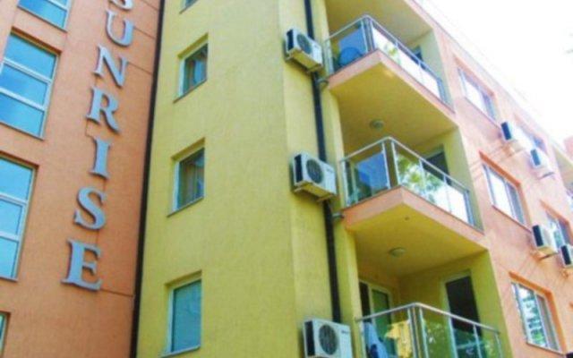 Sunrise Hotel вид на фасад