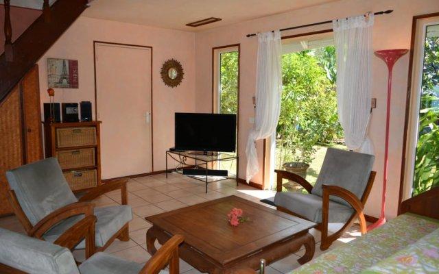 Отель Maison Te Vini Holiday home 3 Французская Полинезия, Пунаауиа - отзывы, цены и фото номеров - забронировать отель Maison Te Vini Holiday home 3 онлайн комната для гостей