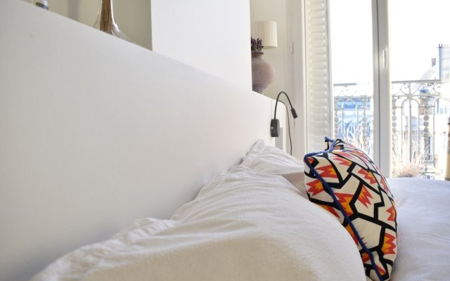 Отель Flat With Stunning Views in St Germain des Prés комната для гостей