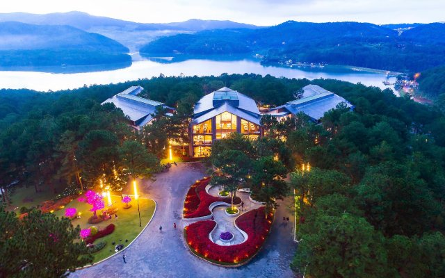 Terracotta Hotel & Resort Dalat вид на фасад