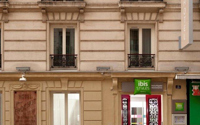 Отель Ibis Styles Pigalle Montmartre Париж вид на фасад