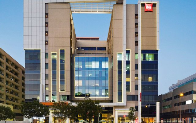 Отель ibis Al Rigga вид на фасад