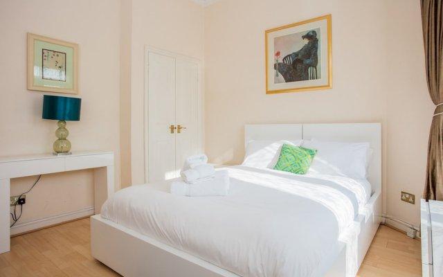 Апартаменты Lovely 2 Bedroom Apartment Near Hyde Park Лондон комната для гостей