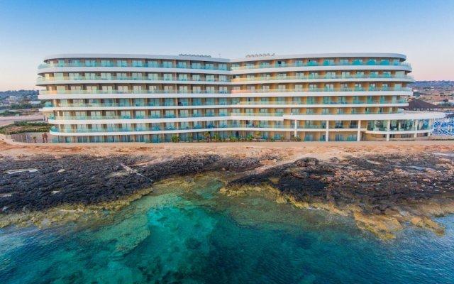 Отель Ramla Bay Resort вид на фасад