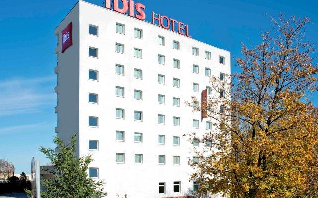 Отель ibis Warszawa Ostrobramska вид на фасад
