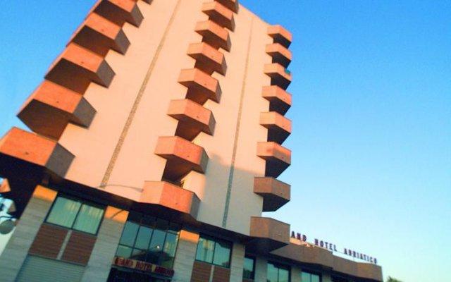 Отель Grand Hotel Adriatico Италия, Монтезильвано - отзывы, цены и фото номеров - забронировать отель Grand Hotel Adriatico онлайн вид на фасад