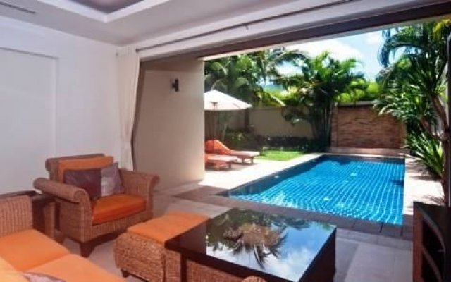 Отель Bangtao Private Villas Phuket балкон