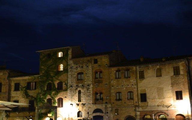 Отель B&B Le Undici Lune Италия, Сан-Джиминьяно - отзывы, цены и фото номеров - забронировать отель B&B Le Undici Lune онлайн вид на фасад