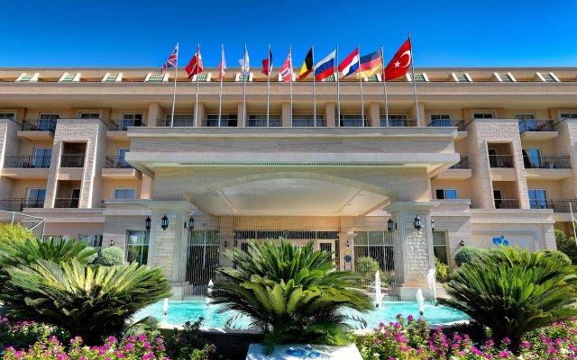 Отель Crystal De Luxe Resort & Spa – All Inclusive вид на фасад