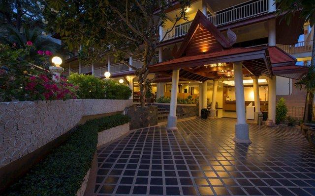Отель Chanalai Flora Resort, Kata Beach вид на фасад