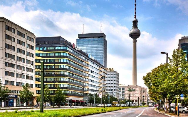 Отель Ramada Hotel Berlin-Alexanderplatz Германия, Берлин - 1 отзыв об отеле, цены и фото номеров - забронировать отель Ramada Hotel Berlin-Alexanderplatz онлайн вид на фасад