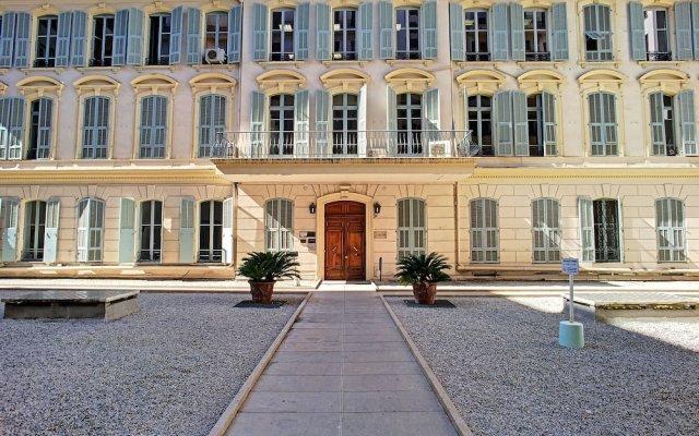 Отель Voltaire Premium by Nestor&Jeeves вид на фасад