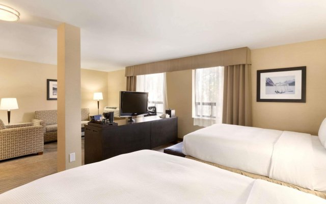 Отель Travelodge Calgary Macleod Trail Канада, Калгари - отзывы, цены и фото номеров - забронировать отель Travelodge Calgary Macleod Trail онлайн комната для гостей