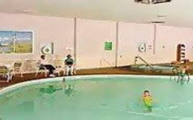 Отель Holiday Inn Columbus бассейн