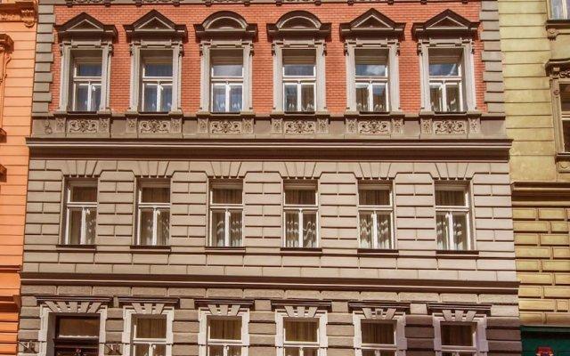 Апартаменты Manesova No.5 Apartments вид на фасад