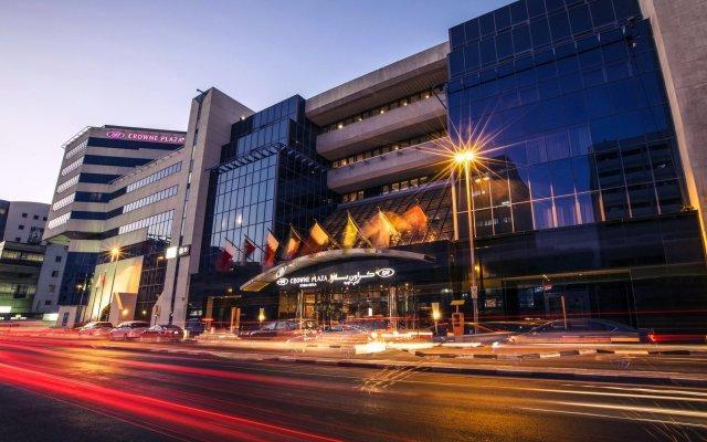 Отель Crowne Plaza Dubai - Deira Дубай вид на фасад