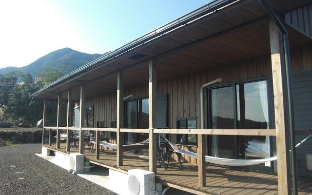 Отель Minnsyuku Yakushimaya Якусима вид на фасад