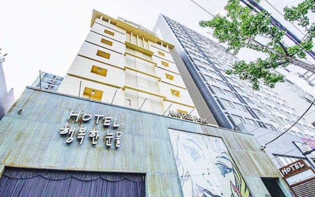 Happy Tears Hotel вид на фасад