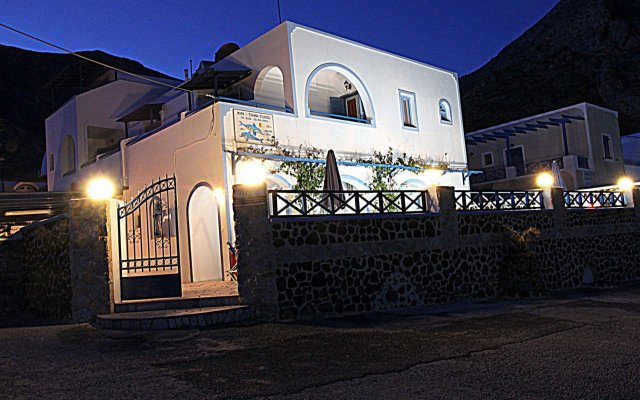 Отель Mark & Joanna Studios вид на фасад