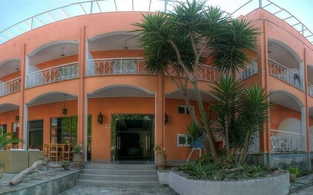 Отель Benitses Arches вид на фасад