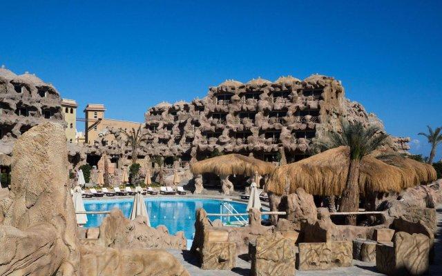 Отель Caves Beach Resort Hurghada - Adults Only - All Inclusive вид на фасад