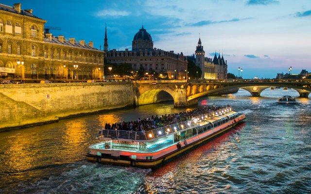 Отель Palais Des Congres Париж приотельная территория