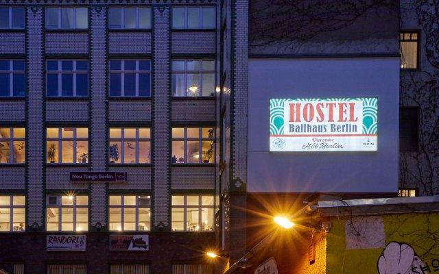 Отель Ballhaus Berlin Hostel Германия, Берлин - 2 отзыва об отеле, цены и фото номеров - забронировать отель Ballhaus Berlin Hostel онлайн вид на фасад