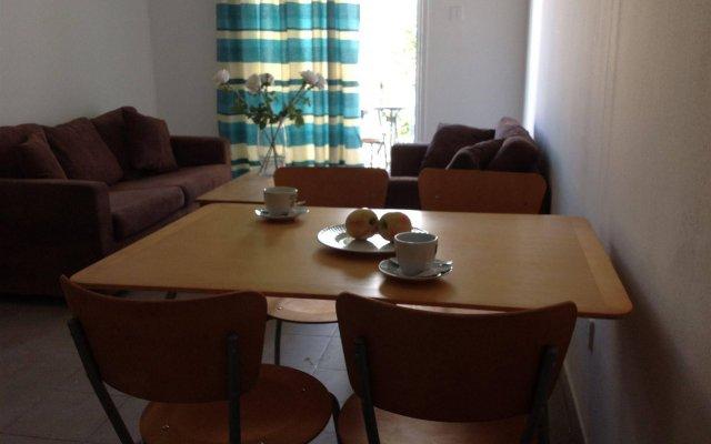 Alecos Hotel Apartments комната для гостей