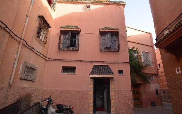 Wiky Hostel вид на фасад