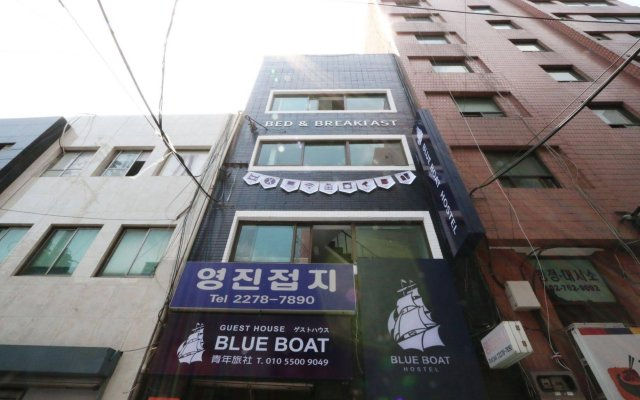 Blueboat Hostel Myeongdong вид на фасад
