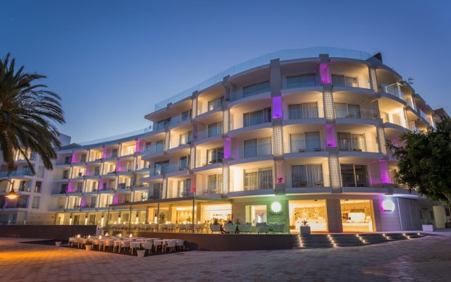 Отель One Ibiza Suites вид на фасад
