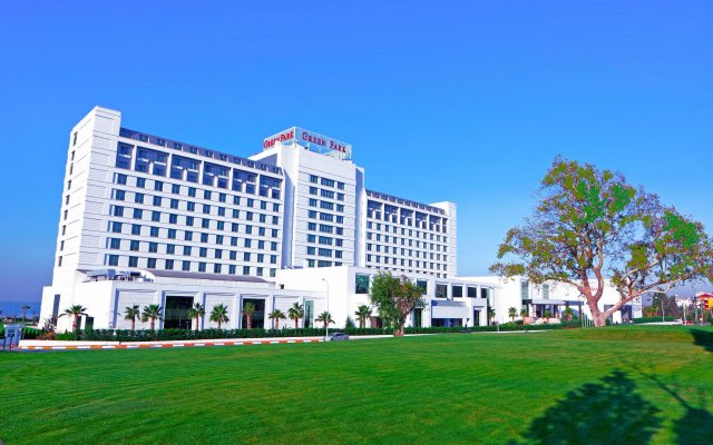 The Green Park Pendik Hotel & Convention Center вид на фасад