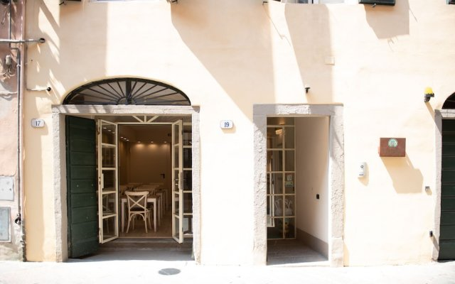 Отель B&b Residenza Di Via Fontana Лукка вид на фасад
