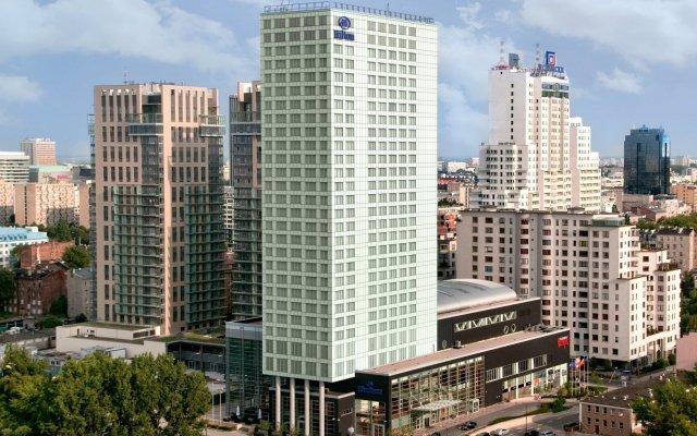 Hilton Warsaw Hotel & Convention Centre вид на фасад