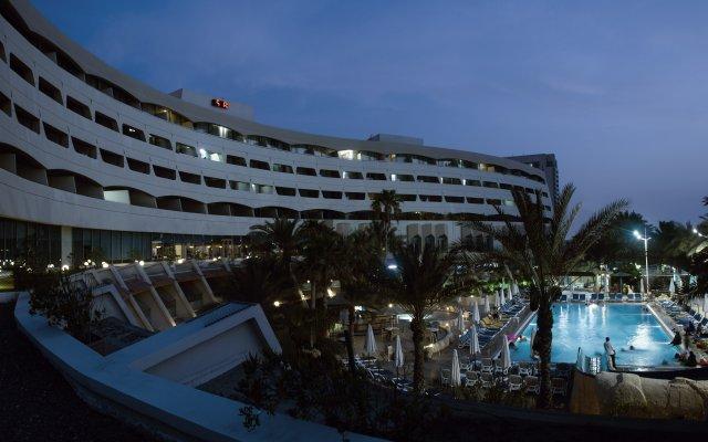 Отель Occidental Sharjah Grand ОАЭ, Шарджа - 8 отзывов об отеле, цены и фото номеров - забронировать отель Occidental Sharjah Grand онлайн вид на фасад