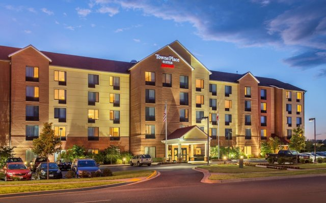 Отель TownePlace Suites by Marriott Frederick вид на фасад