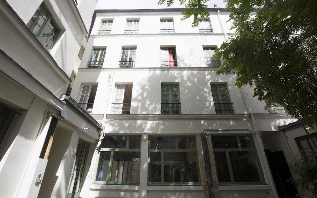 Отель Lokappart Quartier Latin Париж вид на фасад