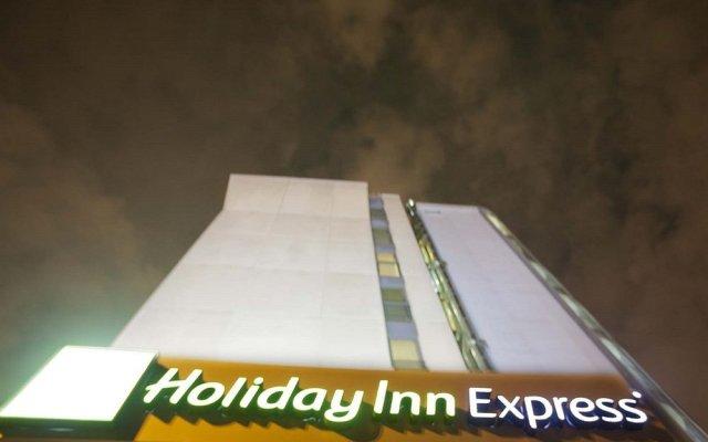 Отель Holiday Inn Express Rome - East вид на фасад