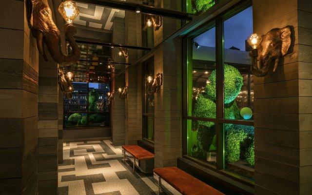 Отель Moxy NYC Times Square США, Нью-Йорк - отзывы, цены и фото номеров - забронировать отель Moxy NYC Times Square онлайн вид на фасад