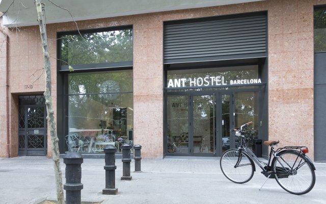 Ant Hostel Barcelona Барселона вид на фасад